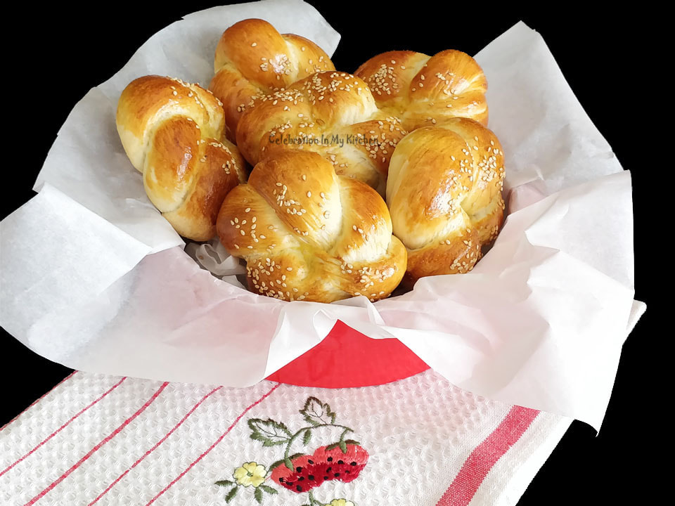 Knotted Dinner Rolls