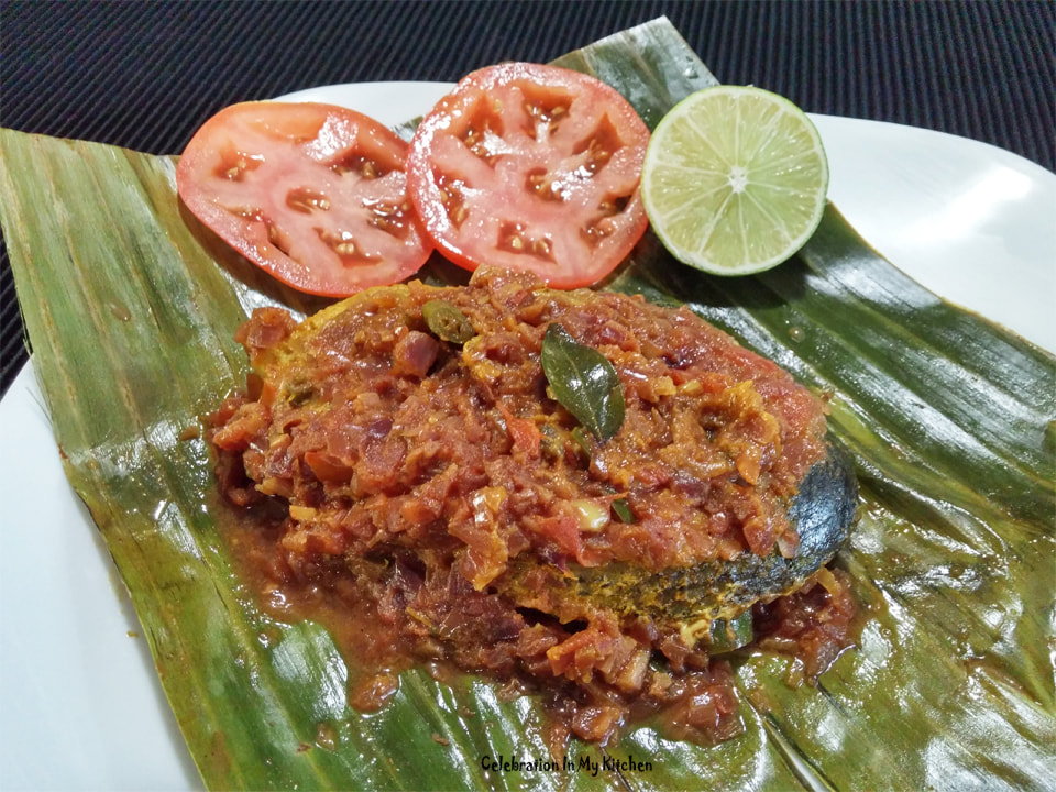 Kerala Meen Pollichathu (Fish Roasted In Banana Leaf)